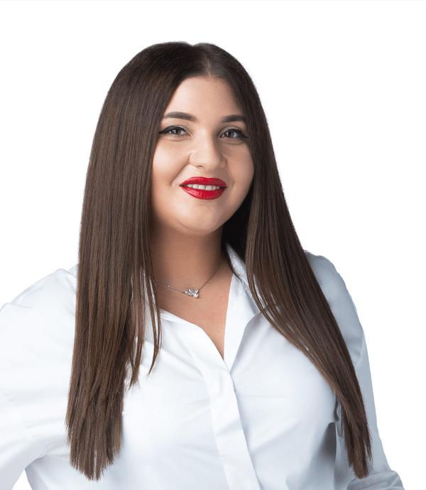 Patricia Mocuța - front desk @ Premium Dental Arad